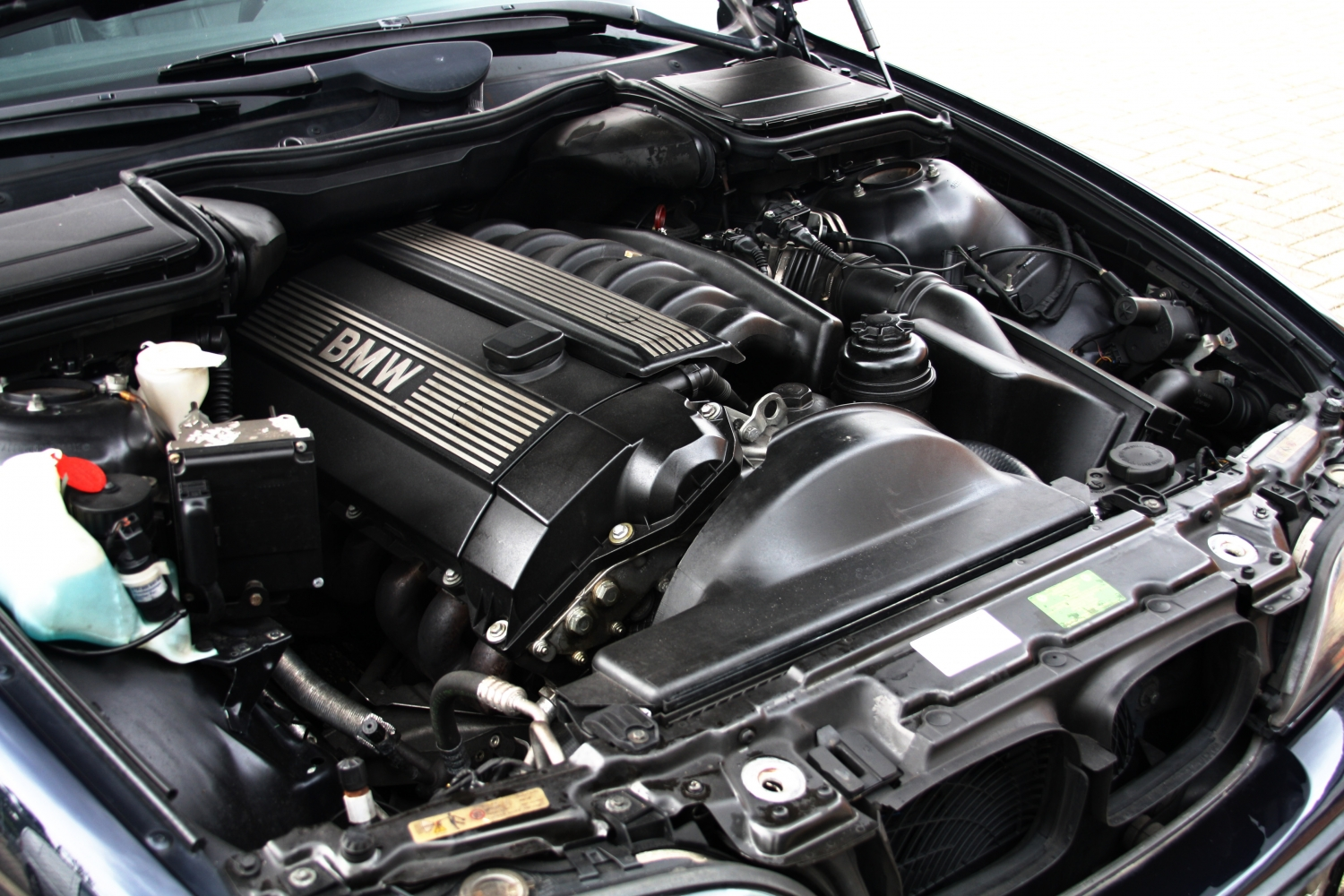 Bmw E39 528i Engine